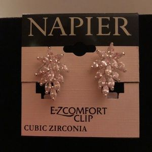 NWT. Clip Earrings!!